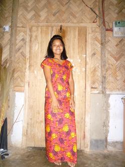 マルマ民族衣装.JPG