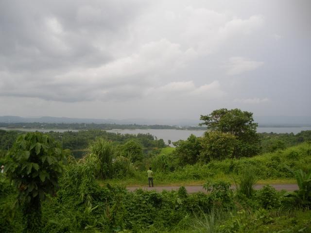 カプタイ湖を望む